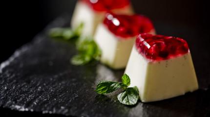 Amo catering – kompleksowa usługa, strona www i mnóstwo zdjęć jedzenia