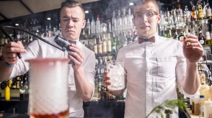 Zdjęcia pracowników restauracji i cocktail baru