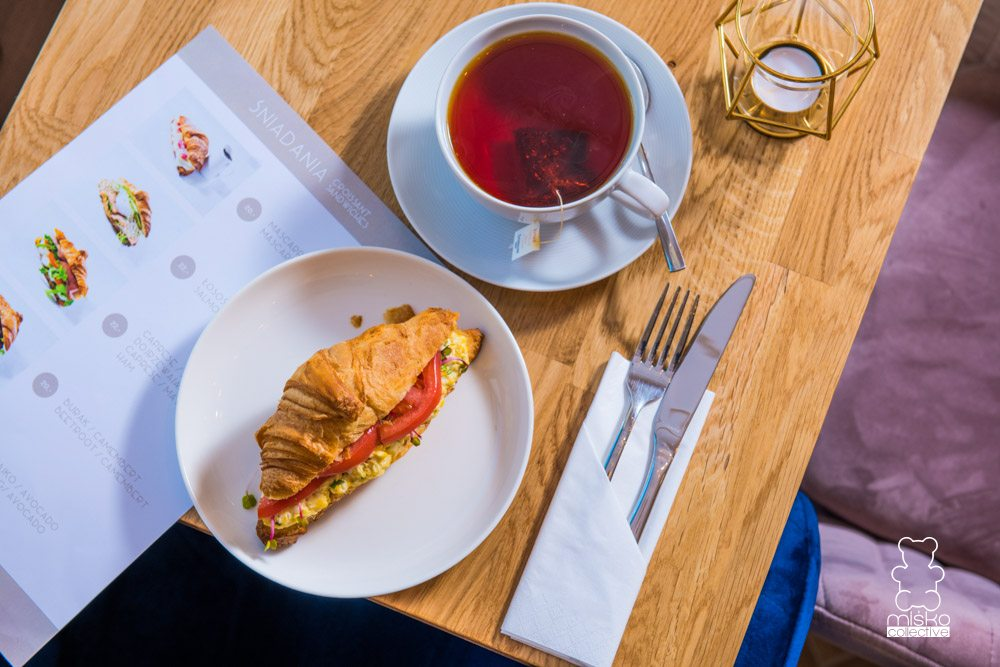 sniadanie na placy trzech krzyzy